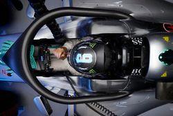 Nico Rosberg, Mercedes AMG F1 W07 híbrido con la cubierta de la cabina Halo