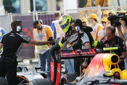 Sergio Perez, Sahara Force India F1 celebra con el equipo en parc ferme