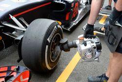 Kühlung der Bremsen: Daniel Ricciardo, Red Bull Racing RB12