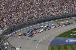 Yarış yeniden başlıyor: Joey Logano, Team Penske Ford lider