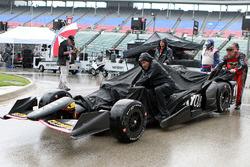 KV Racing Technology crew members in the rain
