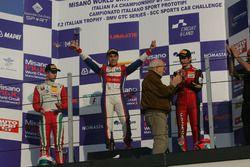 Podium Rennen 4: first place Marcos Siebert, Jenzer Motorsport; secon place Juri Vips, Prema Powerte