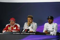 Conférence de presse : le vainqueur Nico Rosberg, Mercedes AMG F1 Team, le 2e Kimi Räikkönen, Ferrari , et le 3e Lewis Hamilton, Mercedes AMG F1 Team