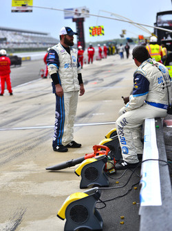 Crews try to dry pit road