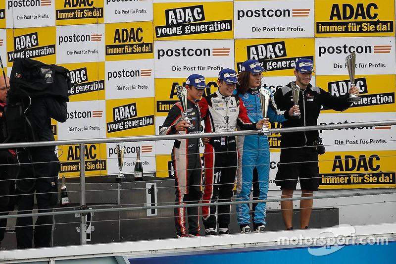 Podio: ganador de la carrera Sacha Fenestraz, Tech 1 Racing, segundo lugar Lando Norris, Josef Kaufmann Racing, tercer lugar Max Defourny, R-ace GP