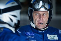 Mechanic of the #67 Ford Chip Ganassi Racing Team UK Ford GT: Marino Franchitti, Andy Priaulx, Harry Tincknell