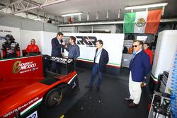 Gerard Neveu, CEO de WEC con Toni Calderón, RGR Sport Director deportivo y comercial, Lindsay Owen-J