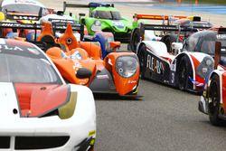 Gruppenfoto mit den Autos