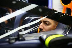 Daniel Ricciardo, Red Bull Racing RB12 con il parabrezza
