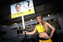 La grid girl di Bruno Spengler, BMW Team MTEK, BMW M4 DTM