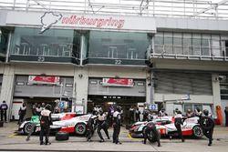 #5 Toyota Racing Toyota TS050 Hybrid: Anthony Davidson, Sébastien Buemi, Kazuki Nakajima, #6 Toyota