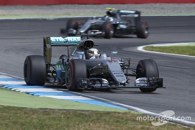 Lewis Hamilton, Mercedes AMG F1 W07 Hybrid ve Nico Rosberg, Mercedes AMG F1 W07 Hybrid
