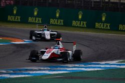 Alexander Albon, ART Grand Prix precede Matthew Parry, Koiranen GP