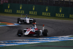 Alexander Albon, ART Grand Prix leads Matthew Parry, Koiranen GP