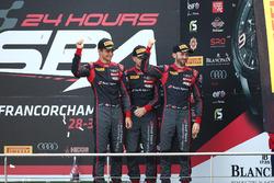 Podio: al terzo posto #28 Belgian Audi Club Team WRT, Audi R8 LMS: Nico Müller, René Rast, Laurens V