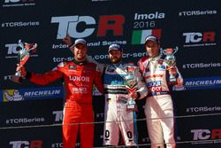 Podium: second place Pepe Oriola, Team Craft-Bamboo, SEAT León TCR; Winner Stefano Comini, Leopard Racing, Volkswagen Golf GTI TCR; third place Davit Kajaia, Liqui Moly Team Engstler, Volkswagen Golf GTI TCR