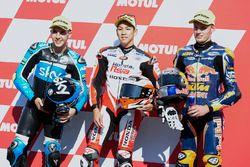 Ganador de la pole Hiroki Ono, Honda Team Asia, segundo Andrea Migno, Sky Racing Team VR46, y tercer