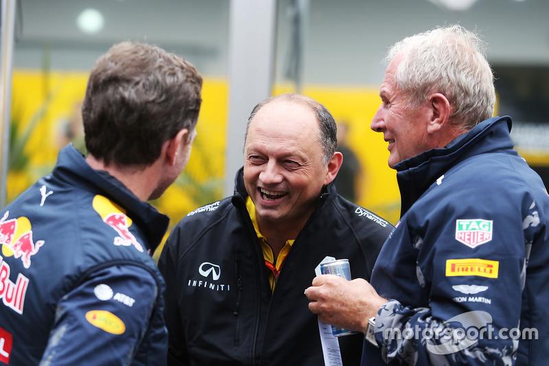Руководитель Red Bull Racing Кристиан Хорнер, гоночный директор Renault Sport F1 Фредерик Вассёр, и