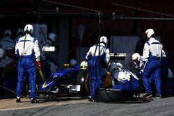 Marcus Ericsson, Sauber C35 s'entraîne aux arrêts aux stands