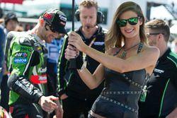 Tom Sykes, Kawasaki Racing Team con una Monster Energy girl