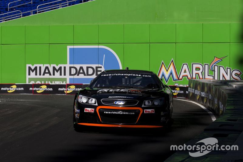 Pascal Wehrlein maneja el Whelen NASCAR