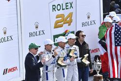 Podium GTLM : les vainqueurs Joey Hand, Dirk Müller, Sébastien Bourdais, Ford Performance Chip Ganassi Racing avec Dario Franchitti