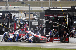 Kurt Busch, Stewart-Haas Racing Ford pit stop