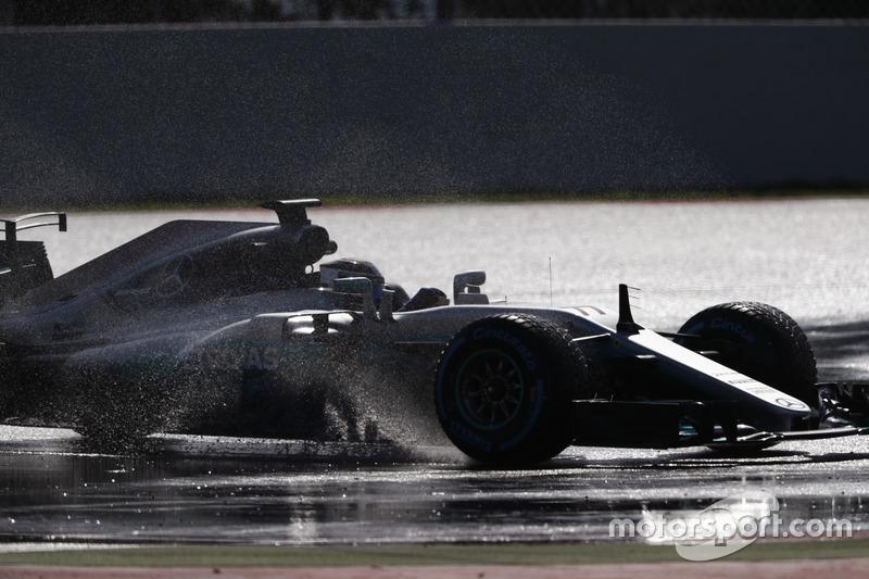 Valtteri Bottas, Mercedes AMG F1 W08, su fışkırtıyor