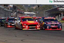 Shane van Gisbergen, Triple Eight Race Engineering Holden, Scott McLaughlin, Team Penske Ford