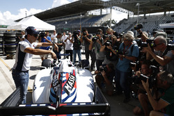 Felipe Massa, Williams, shows off the special livery applied to the car for his final home race of his career