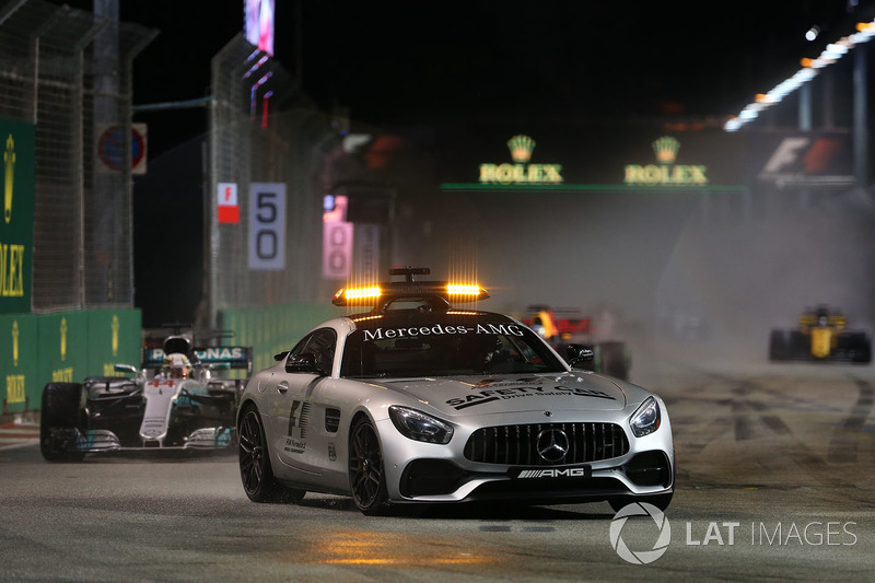 Lewis Hamilton, Mercedes AMG F1 F1 W08 al comando dietro alla Safety Car