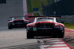 Экипаж №91 команды Porsche Team, Porsche 911 RSR: Рихард Лиц, Фредерик Маковецки