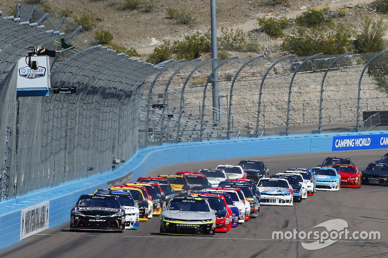Start: William Byron, JR Motorsports, Chevrolet; Erik Jones, Joe Gibbs Racing, Toyota