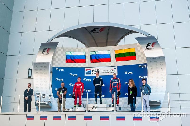 Подиум субботней гонки Mitjet: Иван Лукашевич, Алексей Карачем, Повилас Янкавичус