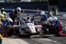 Ed Jones, Dale Coyne Racing Honda, pit stop