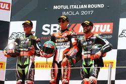 Podium: ganador, Chaz Davies, Ducati Team, segundo, Jonathan Rea, Kawasaki Racing, tercero, Tom Syke