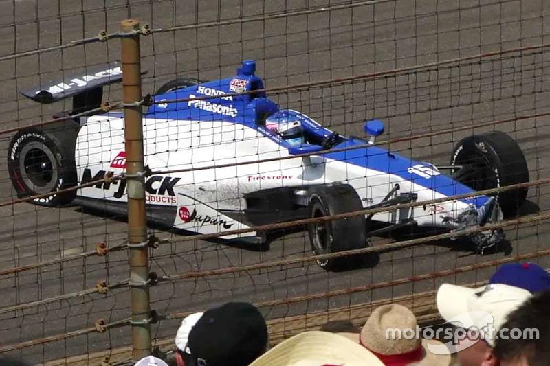 Takuma Sato, Rahal Letterman Lanigan Racing Honda, después de estrellarse en la última vuelta