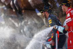 Podium : le troisième, Daniel Ricciardo, Red Bull Racing sur le podium, le deuxième, Sebastian Vettel, Ferrari