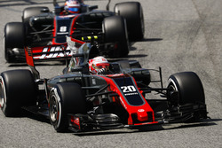 Kevin Magnussen, Haas F1 Team VF-17; Romain Grosjean, Haas F1 Team VF-17