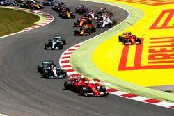 Sebastian Vettel, Ferrari SF70H, Lewis Hamilton, Mercedes AMG F1 W08, Valtteri Bottas, Mercedes AMG
