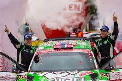 Podium WRC2 : les vainqueurs Ole Christian Veiby, Stig Rune Skjaermoen, Skoda Fabia R5