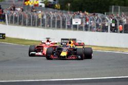 Sebastian Vettel, Ferrari SF70H et Max Verstappen, Red Bull Racing RB13
