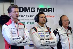 Des membres de l'équipe Porsche Team