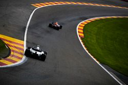 Max Verstappen, Red Bull Racing RB13, Lance Stroll, Williams FW40