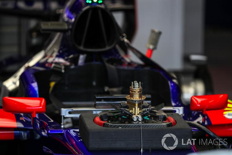 Scuderia Toro Rosso STR12 direksiyon detayı