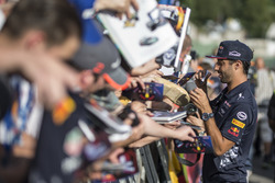 Daniel Ricciardo, Red Bull Racing signs autographs for the fans