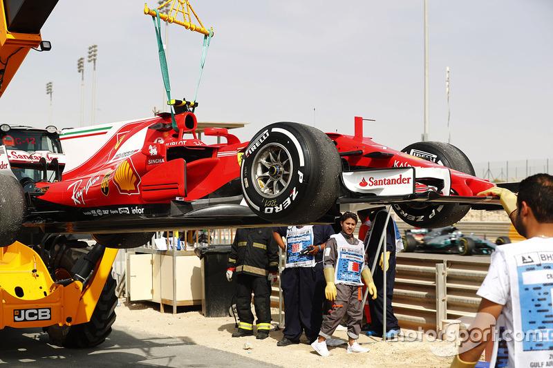 Ferrari SF70H Кімі Райкконена після проблем із двигуном
