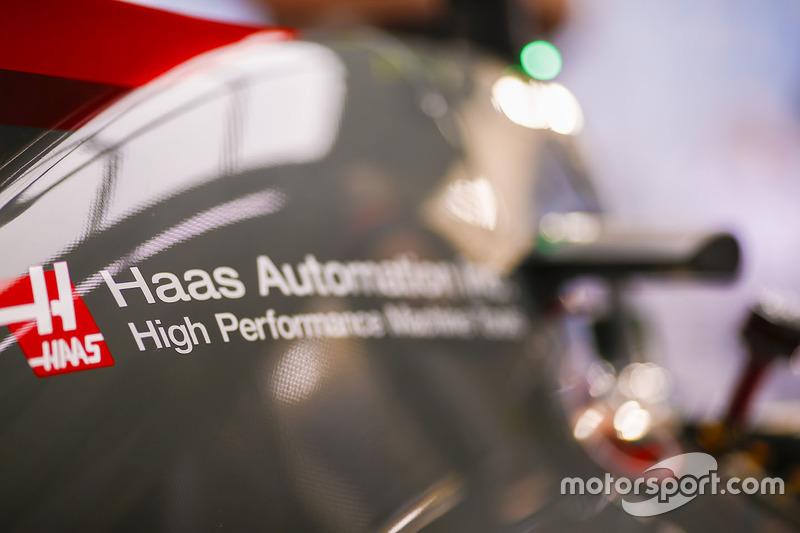 Кожух двигателя Haas F1 Team
