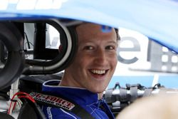 Facebook CEO Mark Zuckerberg ve Dale Earnhardt Jr. piste çıkmadan önce
