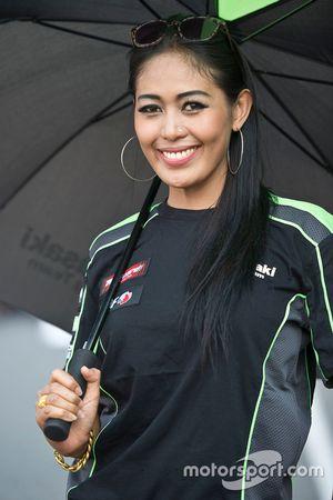 Grid girl Kawasaki in griglia
